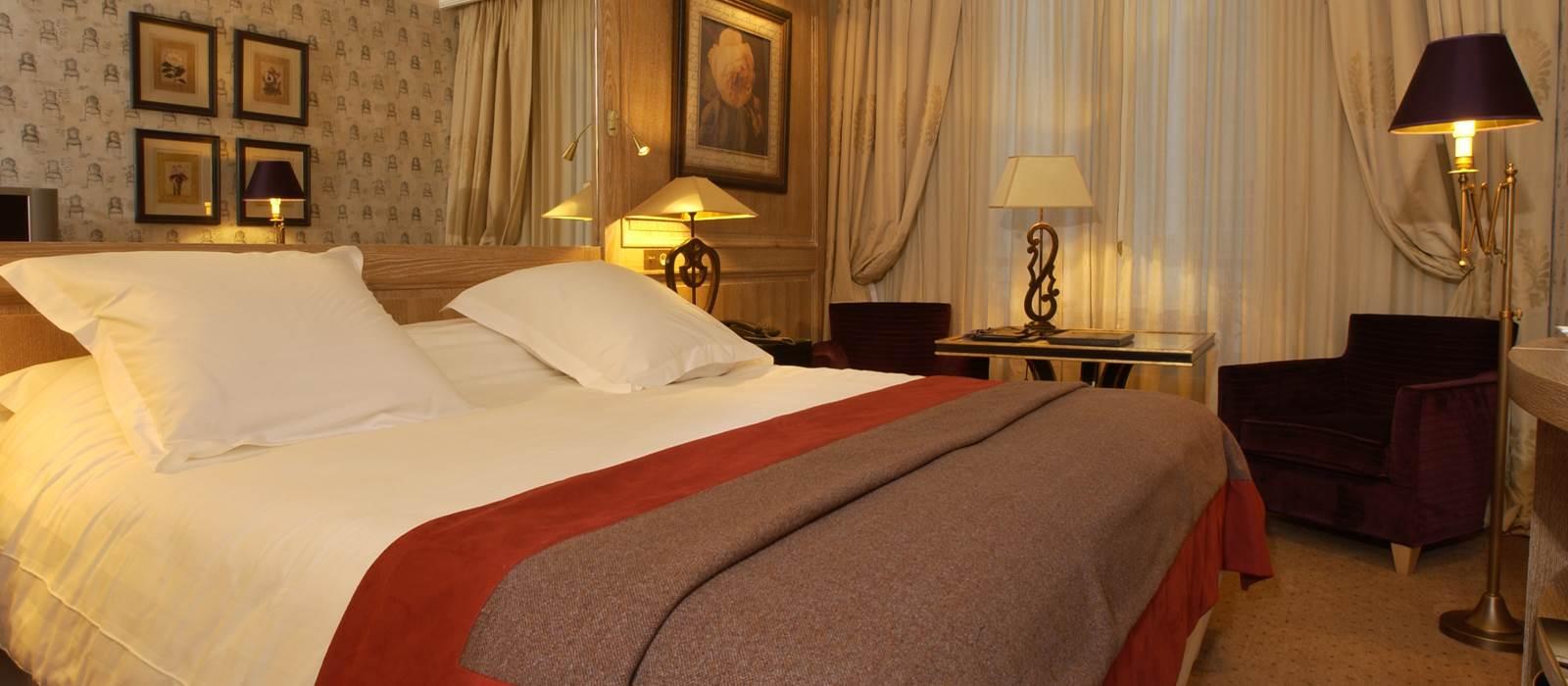 H tel amarante champs elys es jjw hotels resorts for Chambre de hotel france